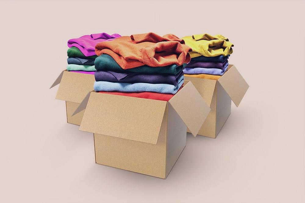 Roupas empacotadas para descarte