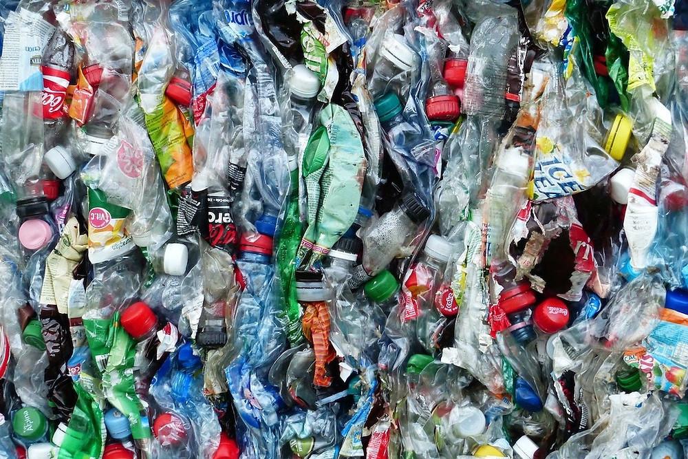 Garrafas de plástico usadas