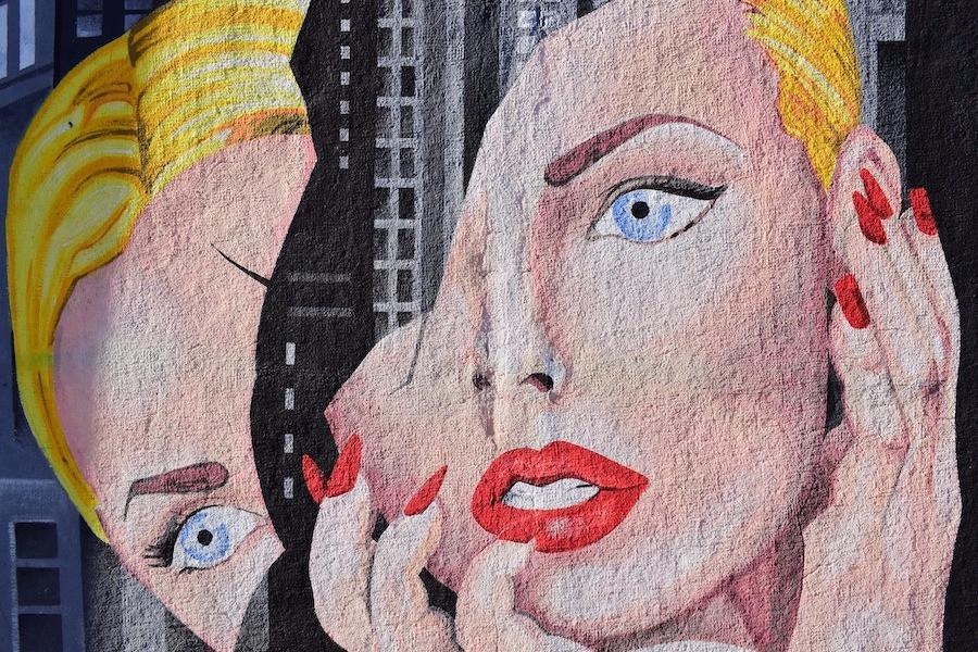 Mulheres em street art