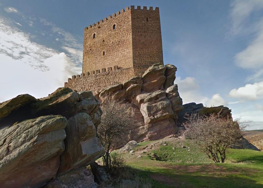 A Torre da Alegria nas Montanhas Vermelhas foi filmada no Castelo de Zafra, na Espanha.