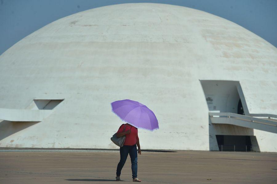 Brasília em dia de calor e seca