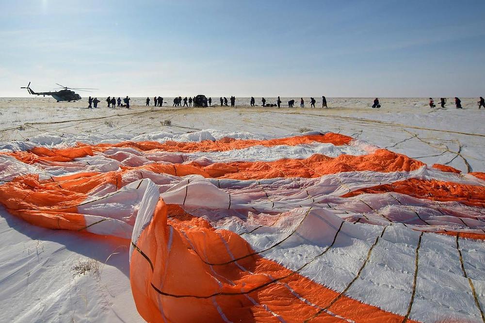 Pouso da Soyus M-13 no Cazaquistão