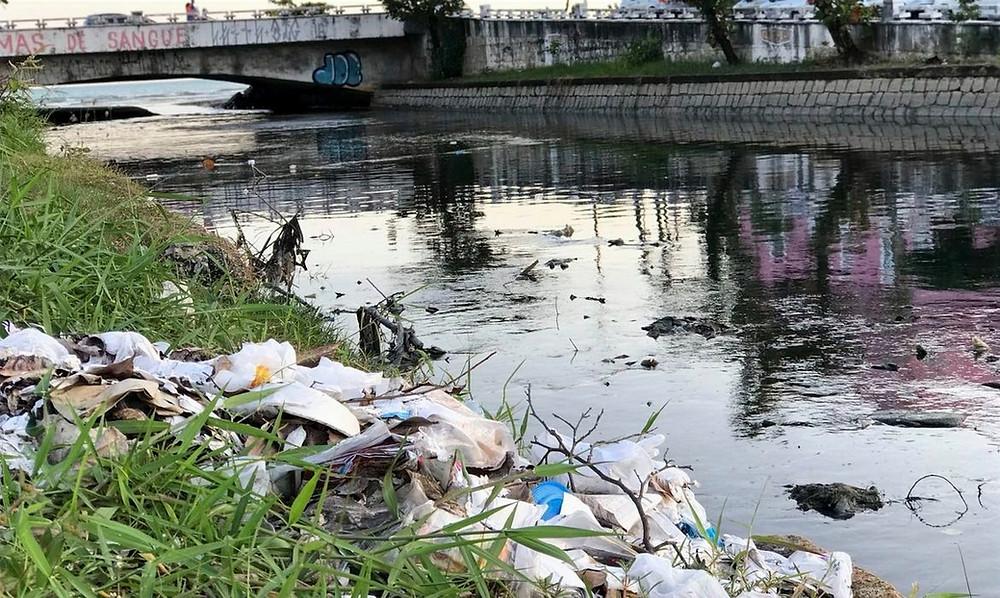 Esgoto e lixo em Maceió