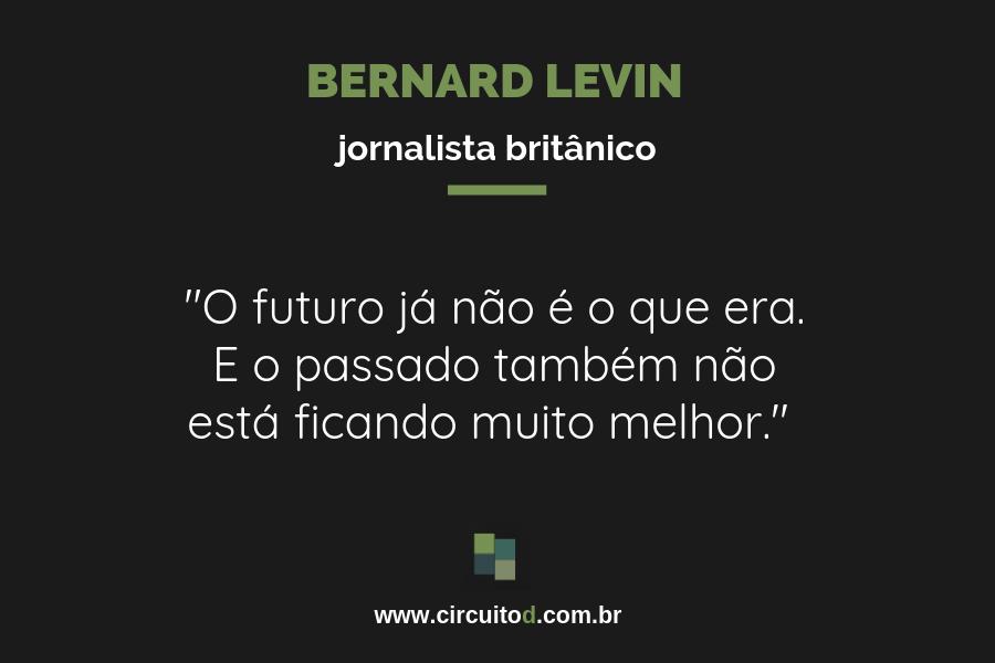 Frase de Bernard Levin sobre futuro e passado