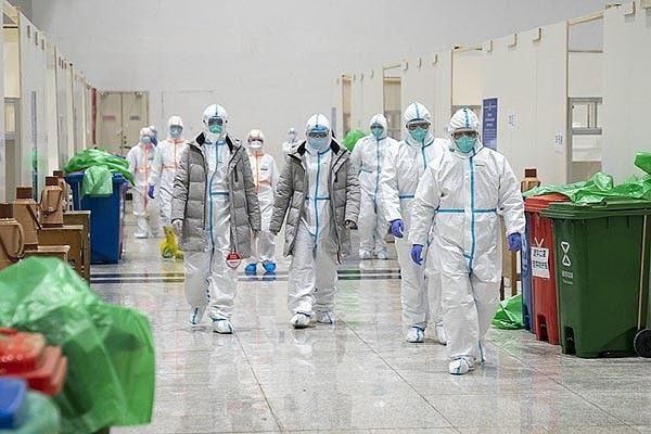 Hospital improvisado em Wuhan