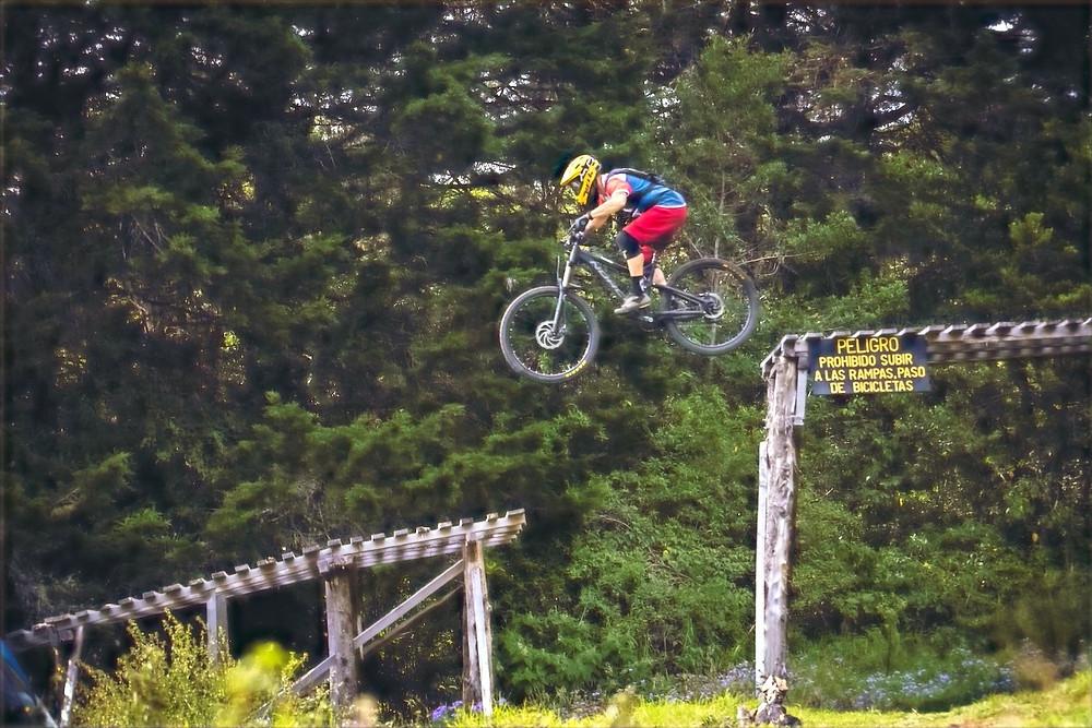 Esporte de aventura com bicicleta