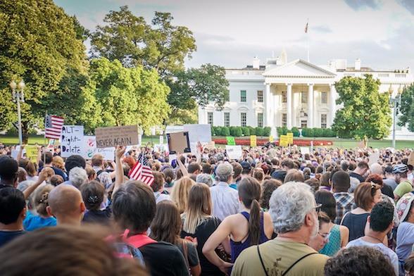 Protesto em Washington contra supremacistas brancos