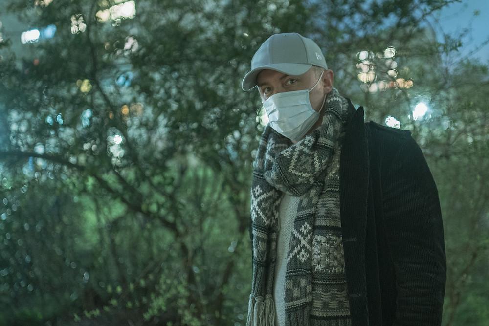 Homem de máscara