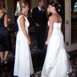 La suocera si presenta al suo matrimonio vestita da sposa