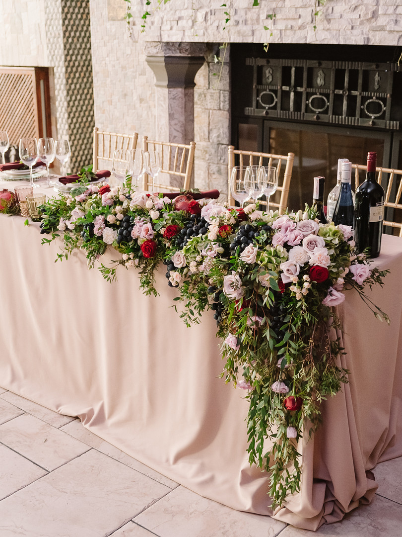 Wedding table decoration with the pink f