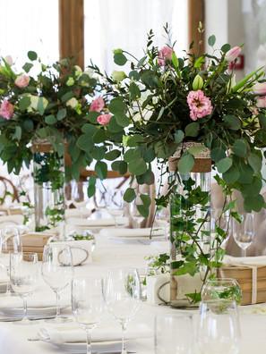 Elegant banquet wedding table setting.jp
