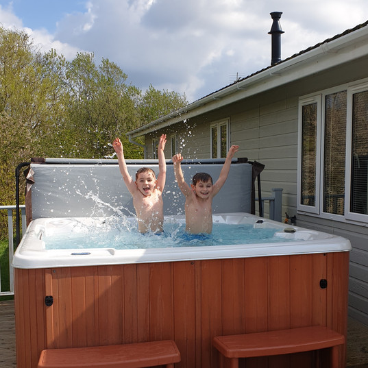 Bobby and Harry in the hot tub, lodge 29