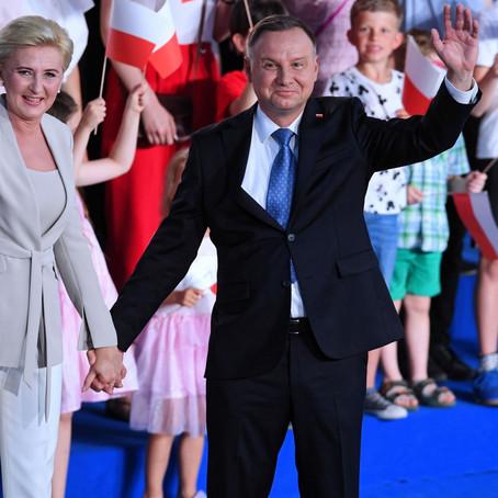 Polonezii au ales un asigurator intrat în insolvență democratică