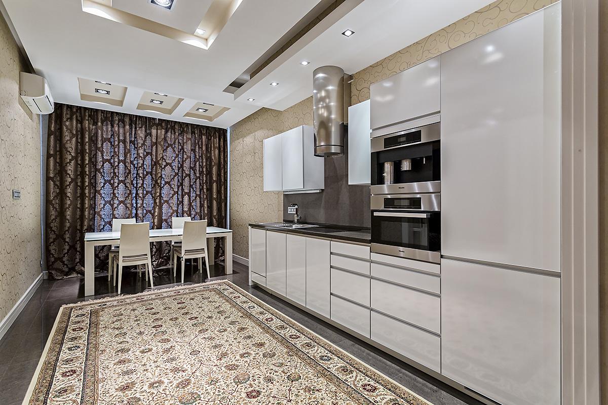 Кухня + столовая