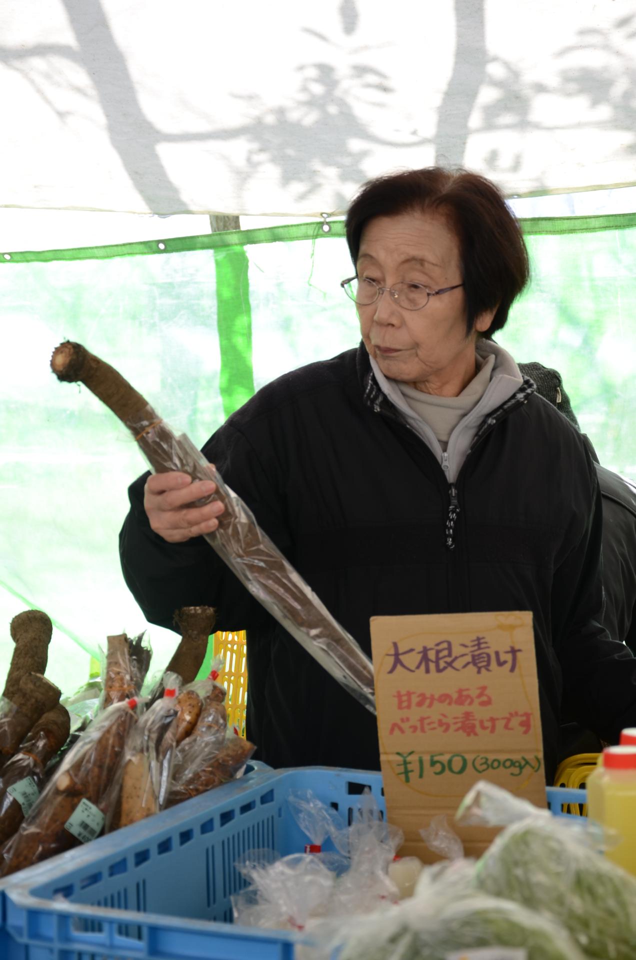 Une cliente au marché de Mino