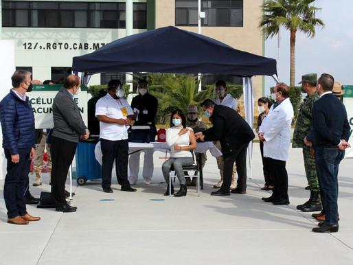Veintinueve funcionarios de Coahuila se vacunaron sin estar en primera línea contra covid-19