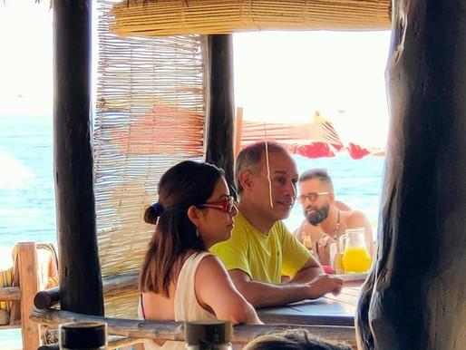 AMLO defiende a López-Gatell, tras fotografías donde aparece en playa oaxaqueña