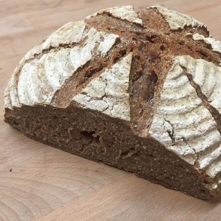 Sauerteig Roggenvollkorn-Brot