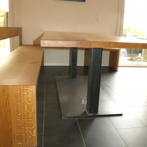 Tischblatt und Eckbank Eiche massiv, Untergestell Stahl