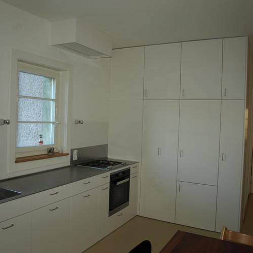 Küche Fichte Dreischicht gestrichen mit CNS- Abdeckung