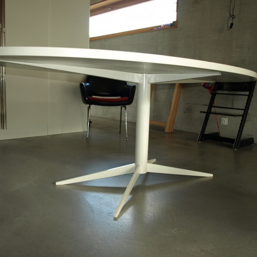 Ovaler Tisch weiss