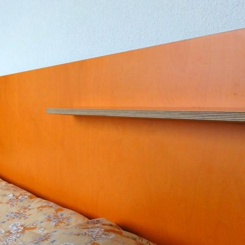 Klientenzimmer Bettgestell Sperrholz farbig