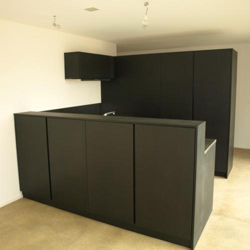 Küche MDF schwarz geölt mit CNS-Abdeckung