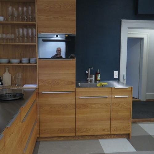 Küche Eiche Dreischicht mit CNS Abdeckung