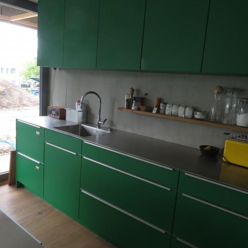 Küche grün gespritzt mit CNS-Abdeckung