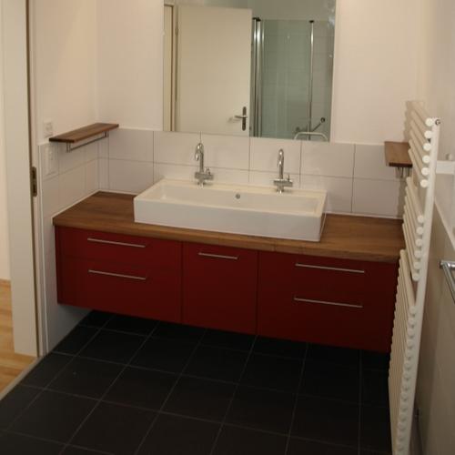 Badzimmermöbel Nussbaum mit Linofront