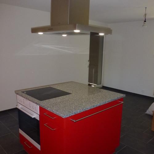 Küche rot gespritzt mit CNS-Abdeckung