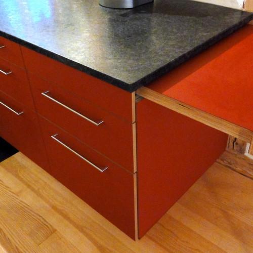 Küche Sperrholz rot mit Steinabdeckung