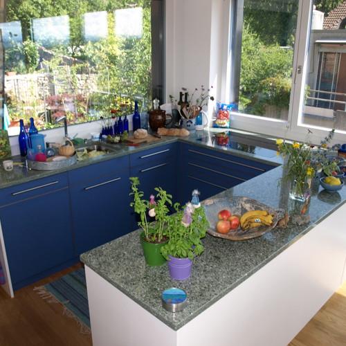 Küche Lino blau, Abdeckung Granit Ander