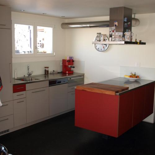 Küche Lino grau und rot, Abdeckung CNS