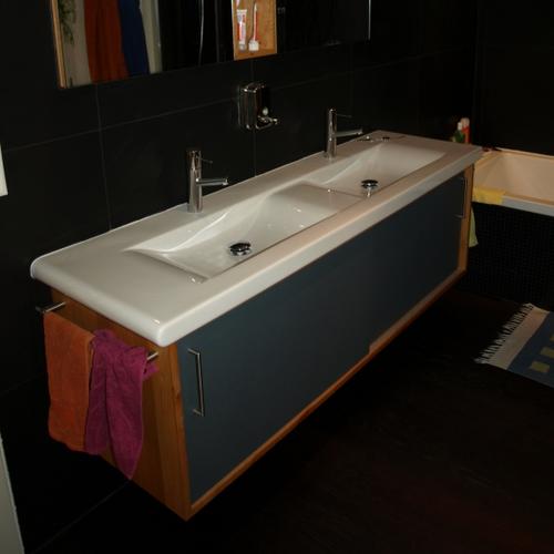 Badzimmermöbel Erle massiv mit Lino-Schiebetüren