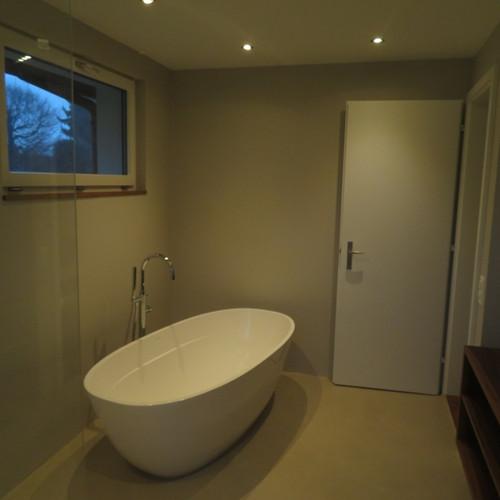 Badzimmer mit ovaler Badewanne