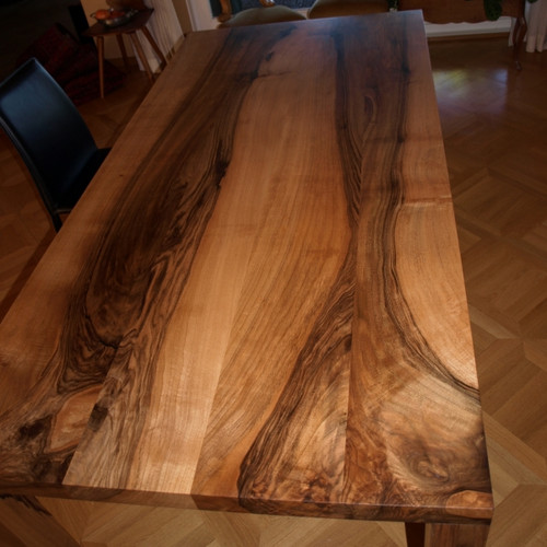Massivholztisch Nussbaum mit Eckfuss
