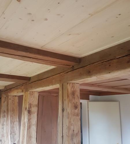 Rustikale Balken alte und neue Böden alte und neue Decke