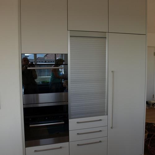 Küchenschrank weiss gespritzt mit Rolladen