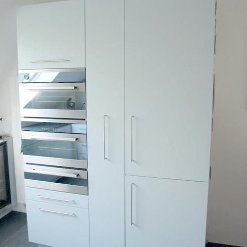 Küchen-Hochschrank weiss gespritzt