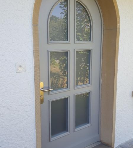 Rundbogen-Eingangstüren klassisch Massivholz gestemmt mit Verglasung