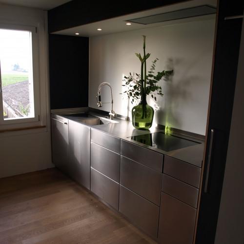 Küche Lino und Chromstahlfront