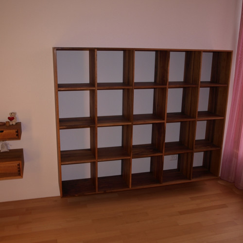 Büchergestell Nussbaum massiv, geölt
