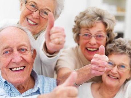 anziani-risultano-felici-persone-giovani