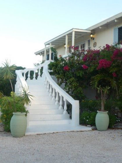 Bella Sur Mer is a luxury villa rental located on the west end of Grace Bay Beach, Providenciales, Turks and Caicos Islands.