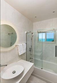 Alainn Bathroom3.jpg