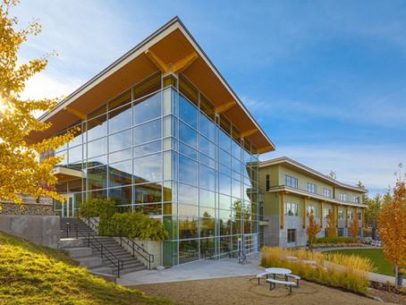 (แนะนำโรงเรียน) Aberdeen Hall Preparatory School โรงเรียนมัธยมเอกชนที่ Kelowna, BC