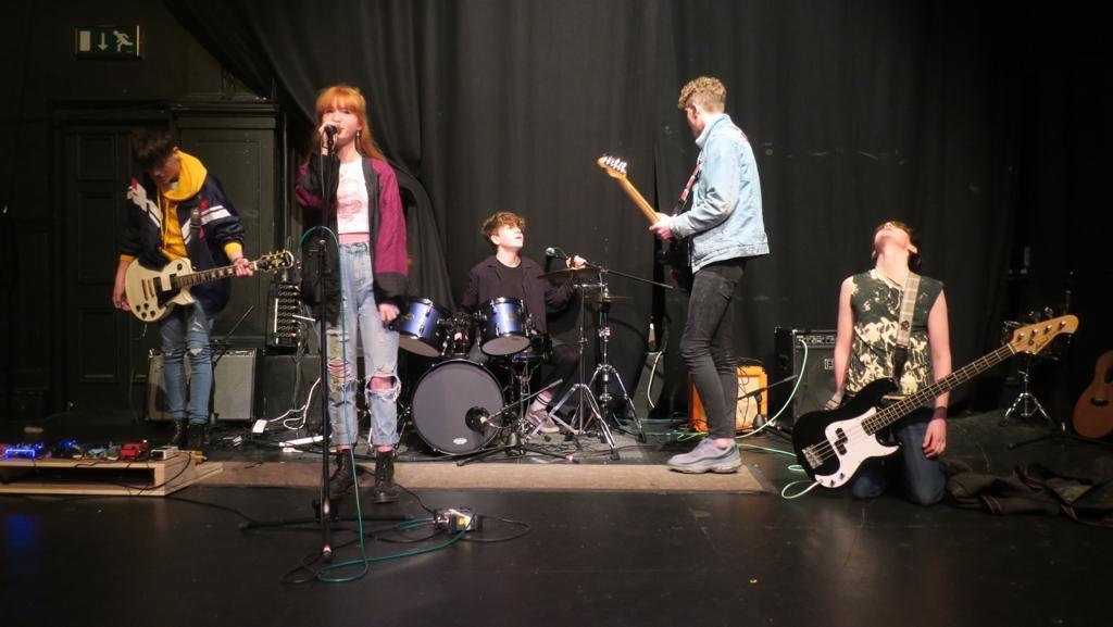NØÖV Band