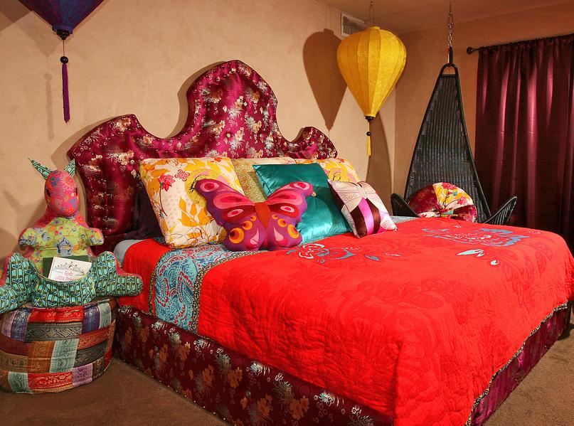 WHIMSICAL GIRL'S BEDROOM