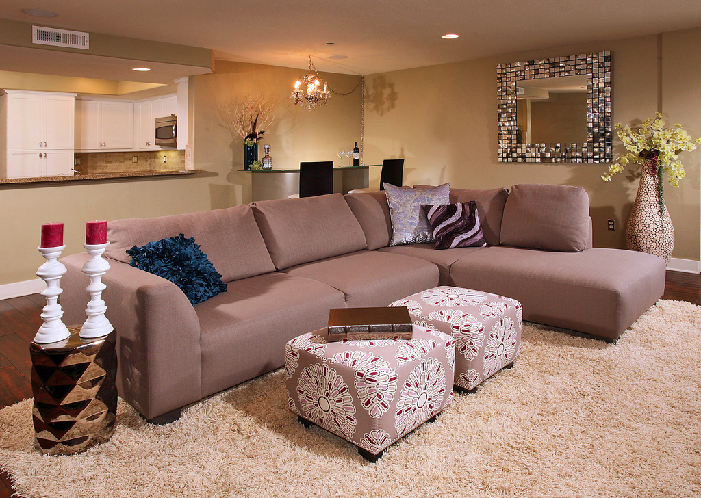 HOLLYWOOD CHIC FAMILY ROOM